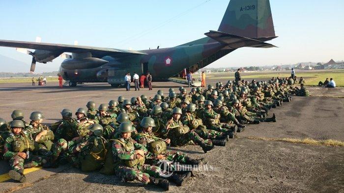 Di Balik Kegagahan Memanggul Senjata, Anggota TNI Ini Mengerjakan Hal Mengejutkan