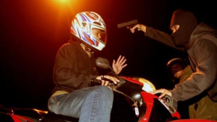 Tangan Davis Diborgol Motor Dilarikan Bandit Bersenpira