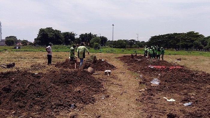 Sedihnya Proses Pemakaman Pasien Corona di Sidoarjo,Sopir Ambulans & Petugas Makam Sama-sama Menolak