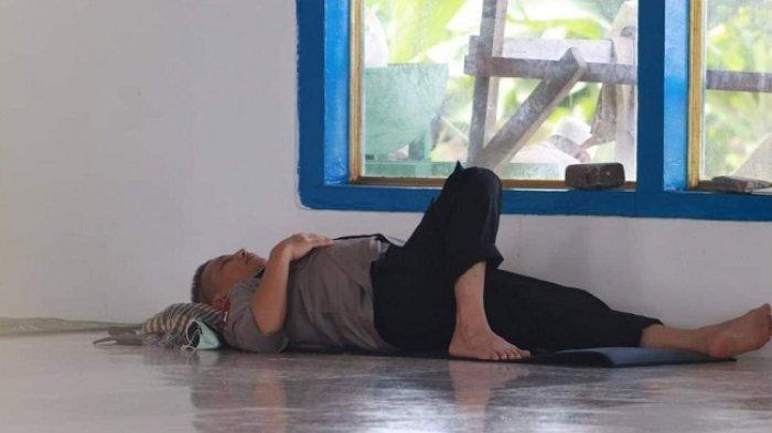 Irjen Pol Baharuddin Djafar Tertidur di Masjid