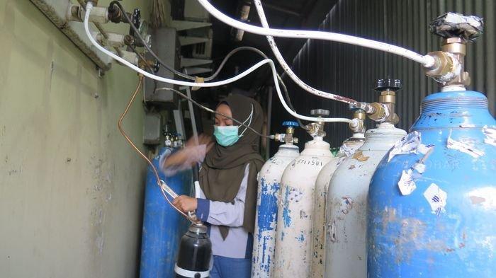 Kasus Covid-19 di Palembang Meningkat, Pasien Isolasi Mandiri 'Buru' Tabung Oksigen Tapi Stok Habis