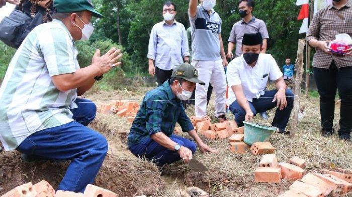 Tangis Bahagia Cleaning Service, Usai Rumah Dibedah ISNU Palembang : Semoga Allah Balas Kebaikannya