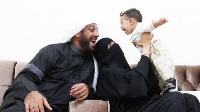 Syekh Ali Jaber Rupanya Tinggalkan Istri yang Sedang Mengandung, Umi Nadia Hamil Sudah 5 Bulan