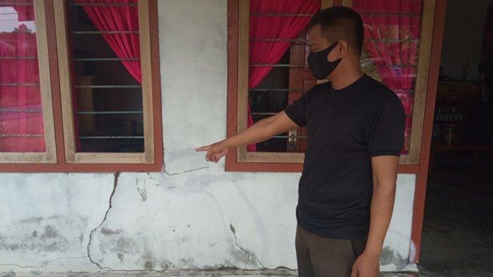 Iwan Kaget Mobil Pikap Nyelonong Masuk Teras Rumah, 2 Warga Tergeletak, Panik Cari 2 Anaknya