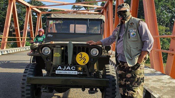 Pria di Lahat Ini Jejerkan Mobil Antik Era Perang Dunia Kedua di Depan Restonya: Butuh Perjuangan