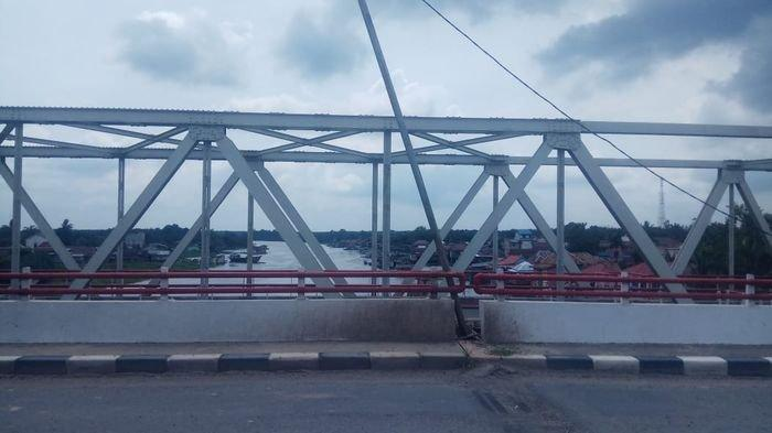 Kondisi Gelap Gulita di Malam Hari Jembatan Air Lalan Bayung Lencir Musi Banyuasin Terasa Angker