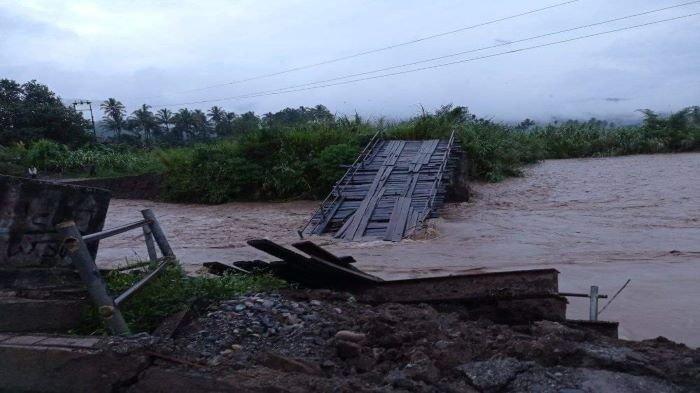 Hujan Deras di Pasemah Air Keruh: Jembatan  Akses Jalan Putus, Rumah Penduduk Diterjang Luapan Air