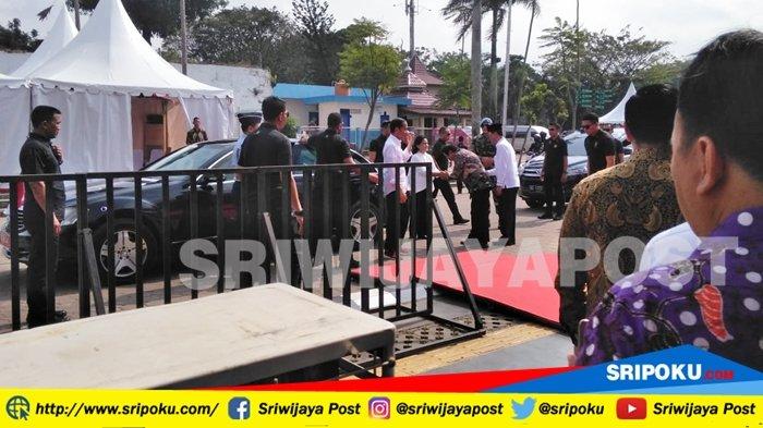 BREAKING NEWS : Presiden Jokowi dan Istri Tiba di Benteng Kuto Besak Palembang, Tampil Kompak