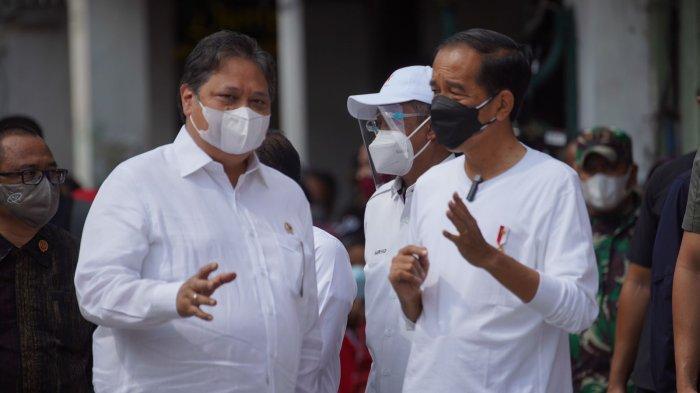 Presiden Jokowi dan Menko Airlangga Turun Langsung Beri Bantuan Tunai ke PKL di Malioboro Yogyakarta