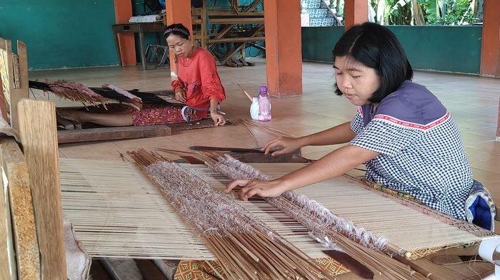 Cerita Kampung Tenun Songket di Desa Muara Penimbung Indralaya Kabupaten Ogan Ilir Provinsi Sumsel