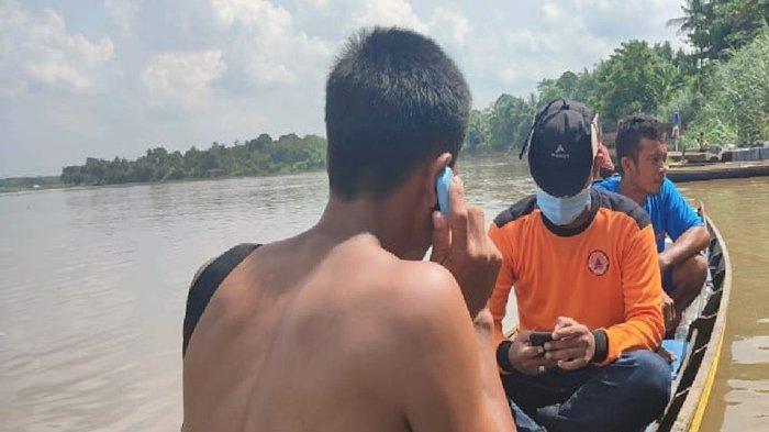 Seorang Pria Tenggelam di Sungai Ogan OI, Anggota Polsek Rantau Alai Turun Tangan: Masih Dicari