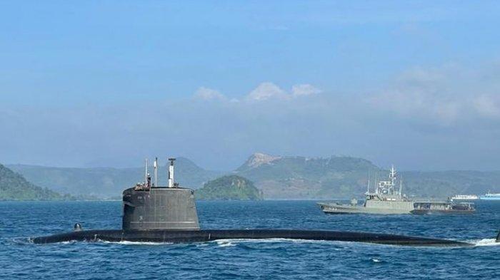 Ilustrasi: Kapal Selam Nanggala hilang kontak di Perairan Bali, Rabu (21/4/2021) pagi membuat TNI kerahkan helikopter dan kapal pendeteksi bawah air. Foto: TNI Angkatan Laut (AL) menggelar latihan bersama dengan kapal perang Perancis yang tengah melintasi Selat Sunda, Senin (8/2/2021)