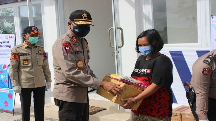 Kapolda Sumsel Tinjau Pos Check Point Operasi Ketupat Musi 2020 di OKI dan Berikan Bantuan Sembako