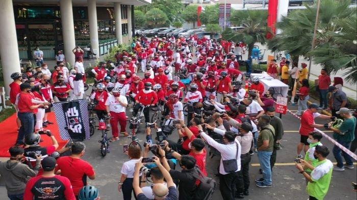 Kapolda Sumsel Lepas Start, Pangdam Ikut Ratusan Pesepeda Gowes Merahputihkan Palembang