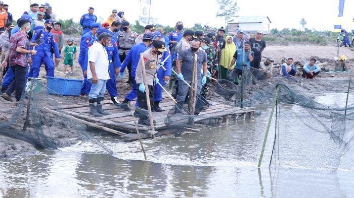 Kapolda Sumsel Hadiri Panen Raya Ikan Bandeng di Banyuasin, Ini Pesan Kapolda Terkait Wabah Covid-19