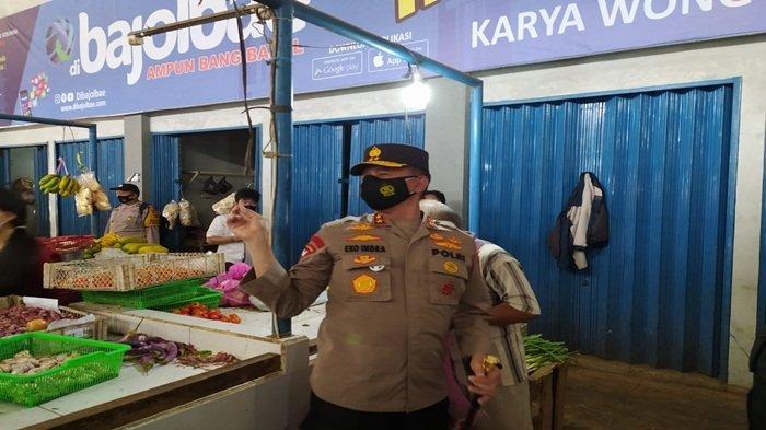 Kapolda Sumsel Bersama Kapolsek IT I Bagikan Masker di Wilayah Ilir Timur, Tekan Angka Covid-19