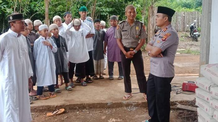 Kapolres Lubuklinggau Bantu Pondok Pesantren Imam Ahmad Lubuklinggau Sebanyak 40 Sak Semen