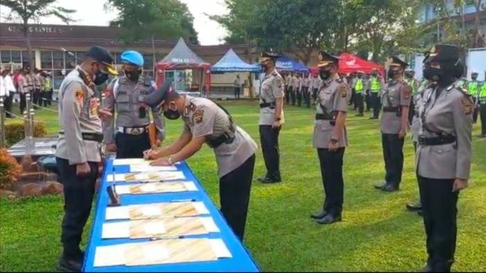 Termasuk Kapolsek Gelumbang & Rambang, Polres Muara Enim Lantik Lima Pejabat dan Satu Perwira