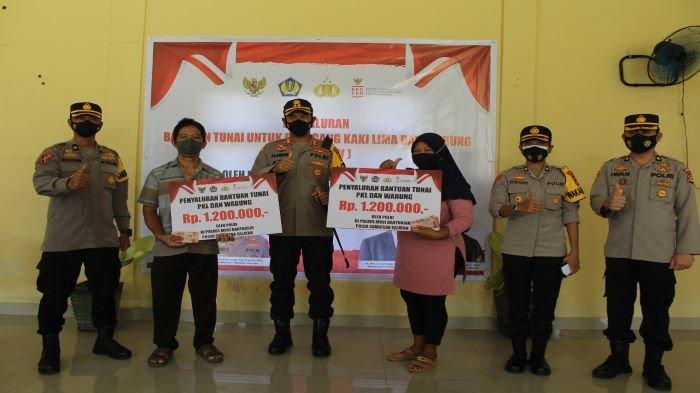 Meringankan Beban Pelaku UMKM Imbas Pandemi, Polres Muba Salurkan Bantuan Tunai Untuk PKL dan Warung