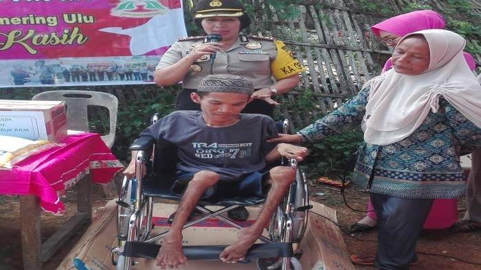 Penderita Lumpuh 10 Tahun Ini tidak akan Lupa dengan Kebaikan Kapolres OKU