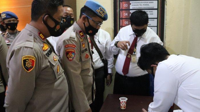 KAPOLSEK Jajaran Polres Musirawas Tes Urine Dadakan, Ini Hasilnya, AKBP Efrannedy : Sanksi Tegas!