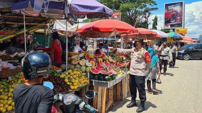 Palembang Kembali Zona Merah, Kapolsek Plaju Turun Langsung Berikan Imbauan Protokol Kesehatan