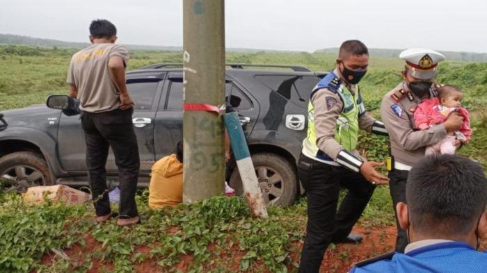 Cerita Kasat Lantas Polres Banyuasin AKP Ricky Mozam Evakuasi Balita Korban Lakalantas Tunggal