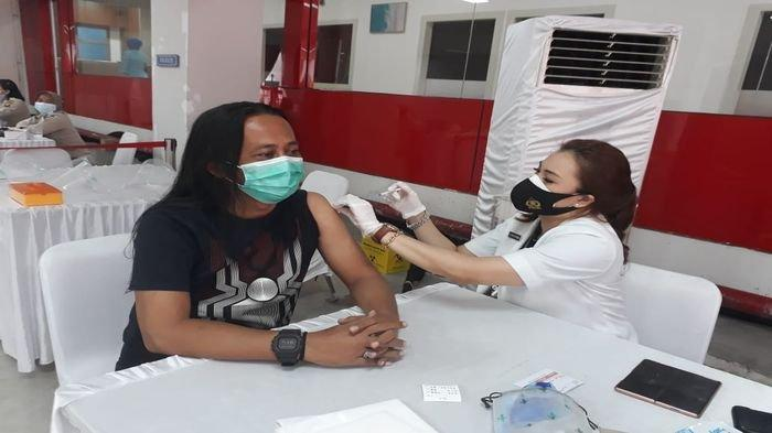 Katim Hergon Divaksin Covid-19 di RS Polri M Hasan Palembang, Pengunjung Malah Minta Foto