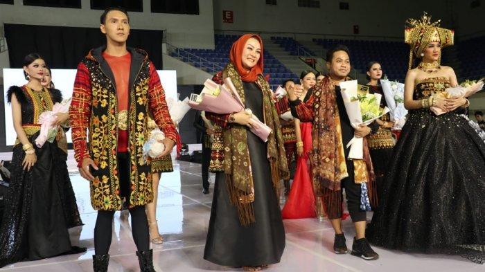 Kawai Kanduk dan Kayu Aro, Kain Khas OKU Selatan Unjuk Gigi di Palembang Fashion Week Tahun 2020