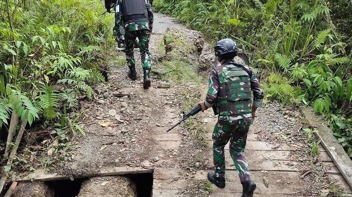 DIKEPUNG Pasukan TNI-Polri, Otak Penyerang 4 Prajurit  Menyerah di Hutan:Silas Ki dan Yohanes Tamat
