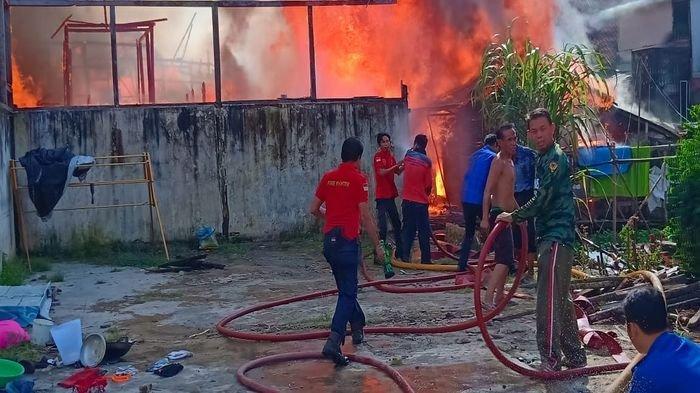 Kisah Pilu Datang dari Pemilik Bedeng 4 Pintu Warisan Bapaknya yang Ikut Ludes Terbakar