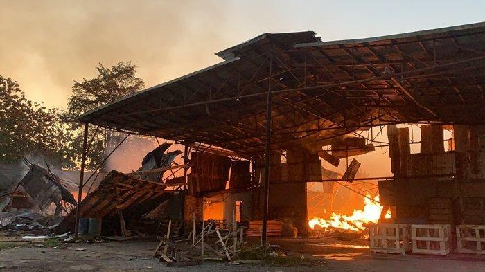 Yang Terbakar di Sematang Borang Ternyata PT Sako Indah Gemilang, Petugas Pemadam Masih Berjibaku