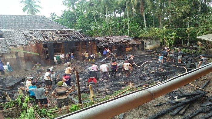 Arus Pendek Listrik, 3 Unit Rumah dan Sepeda Motor di Runjung Agung OKU Selatan Hangus Terbakar