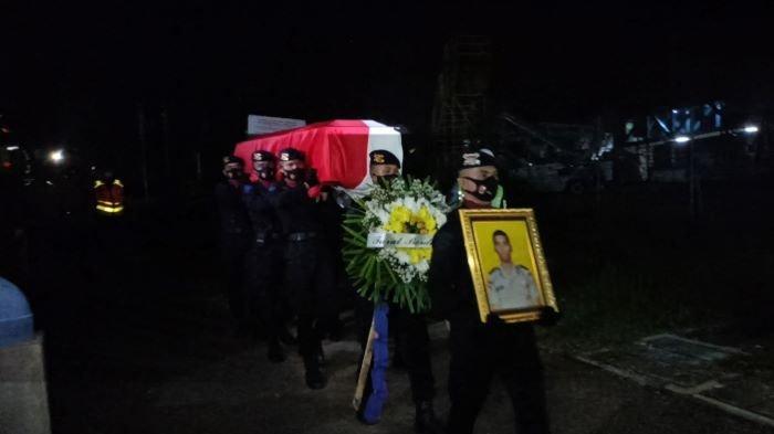 Penuh Haru, Jenazah Bharatu I Komang Wira Natha Tiba di Palembang, Kapolda Pimpin Upacara