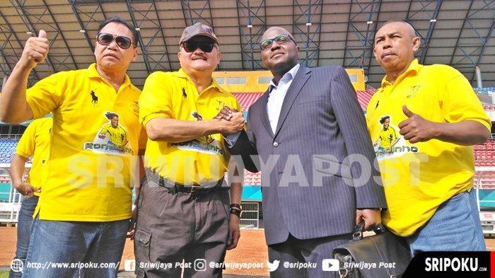 Presiden Joko Widodo Berencana Main Bola Bareng Ronaldinho di Stadion GSJ Palembang