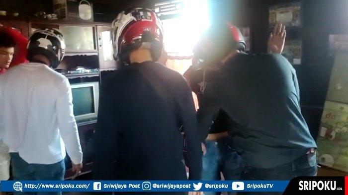 BREAKING NEWS : Satres Narkoba dan Brimob Kembali Grebek Kampung Narkoba di Tangga Buntung Palembang