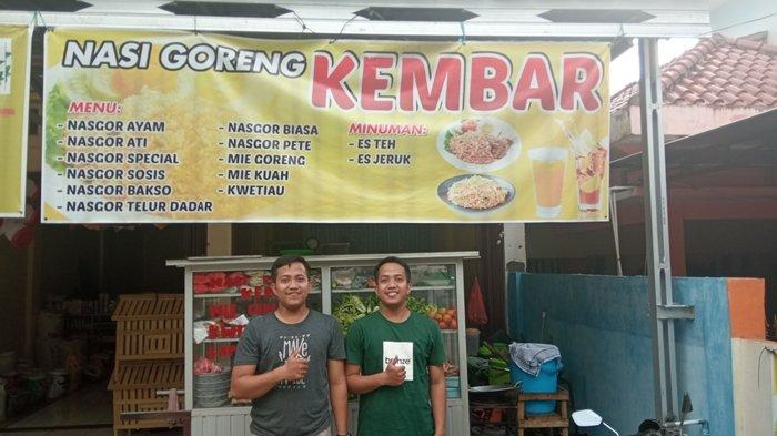 Pedagang Nasi Goreng di Martapura OKU Timur Ini Kembar, Kerap Jadi Bahan Pertanyaan Pengunjung