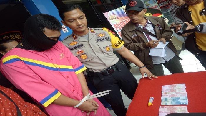 Pria di Palembang Ini Bayar Jasa Prostitusi Pakai Uang Palsu hingga Dibekuk Polisi