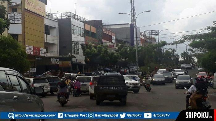 Ruas Jalan Jenderal Sudirman Prabumulih Mulai Dipadati Kendaraan Pemudik Lebaran Idul Fitri 1440 H