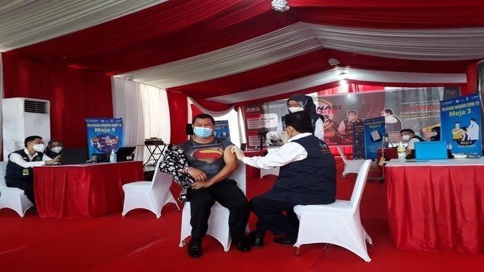 Herman Deru Vaksinasi Dosis Kedua di Sako,