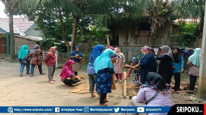 Pertamina EP Prabumulih Beri Pembinaan Kreatifitas Kerajinan Purun Kaum Ibu di Desa Burai Ogan Ilir