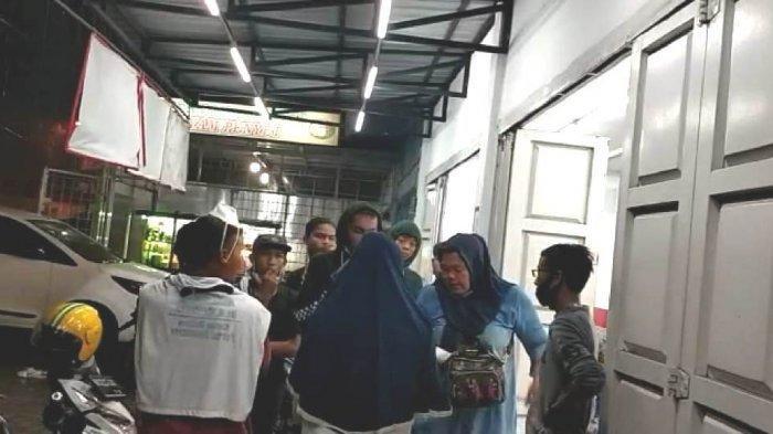 DI Dalam Gedung Tepuk Tangan, di Luar, Massa Bayaran Rebutan Uang Rp100 Ribu: Ketok Palu Moeldoko