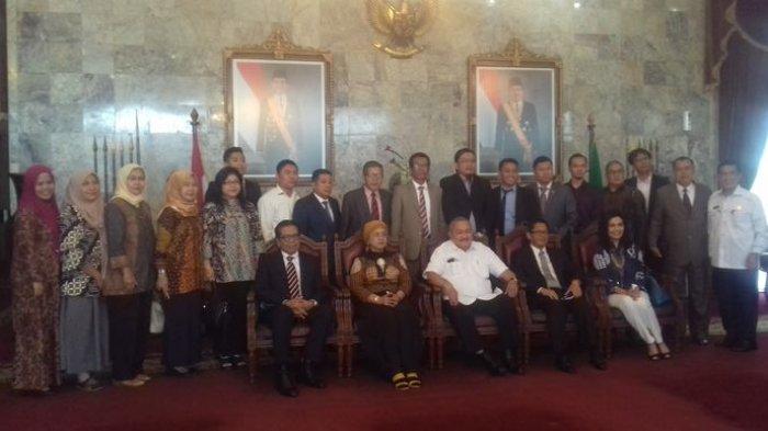 Alex Noerdin Fasilitasi Perayaan HUT ke-13 Peradi di Griya Agung Palembang