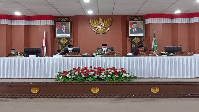 Ketua DPRD Ogan Ilir Suharto pimpin rapat paripurna pandangan umum fraksi-fraksi DPRD terhadap nota penjelasan bupati atas Raperda usulan Pemkab Ogan Ilir.