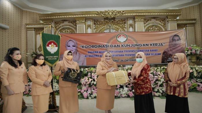 Terima Kunjungan DWP Sumatera Barat, Ketua DWP Sumsel Reny Nasrun Sampaikan Program Ditengah Pandemi