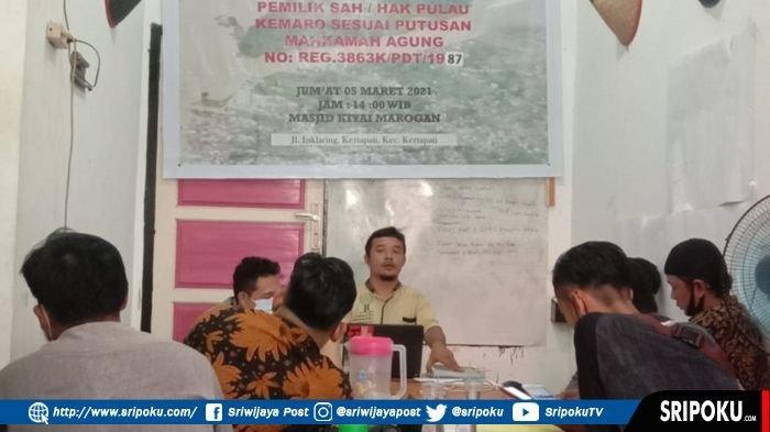 Ketua KRASS sekaligus penyambung informasi Dzuriyat Kiyai Marogan, Dedek Chaniago menunjukkan surat kepemilikan tanah Pulau Kemaro dalam keterangan pers, Jumat (5/3/2021).