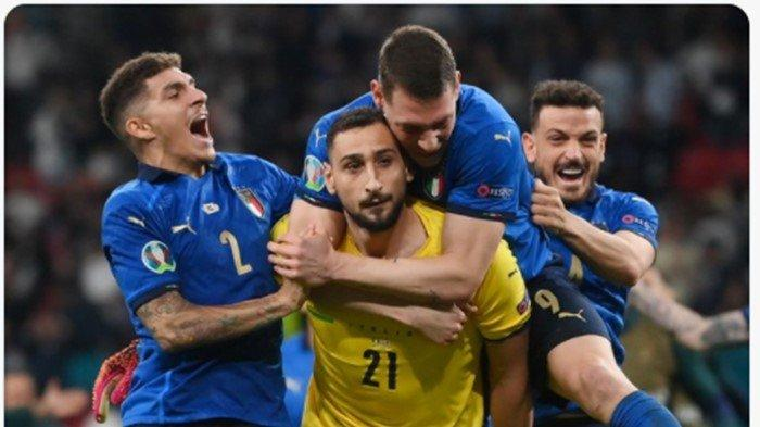 Bek Italia Kepergok Merokok di Ruang Ganti, Usai Juara Euro 2020: Netizen Sebut Beli Ngeteng