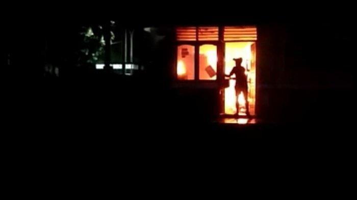 Kebakaran Perpustakaan Sekolah di Prabumulih, Ribuan Buku Ludes Tapi 6 Alquran Utuh Tak Dimakan Api