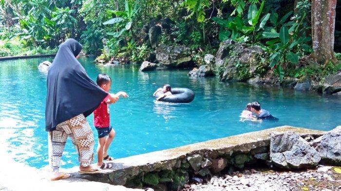 Kolam Pemandian Bukit Batu Mencar, Destinasi Wisata Favorit Baru di OKU Timur, Suasananya Asri !
