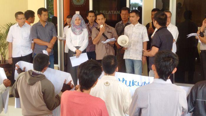 Geruduk KPU Sumsel, Belasan Pendemo Tuntut Pilkada Muba Bersih dari Pelanggaran